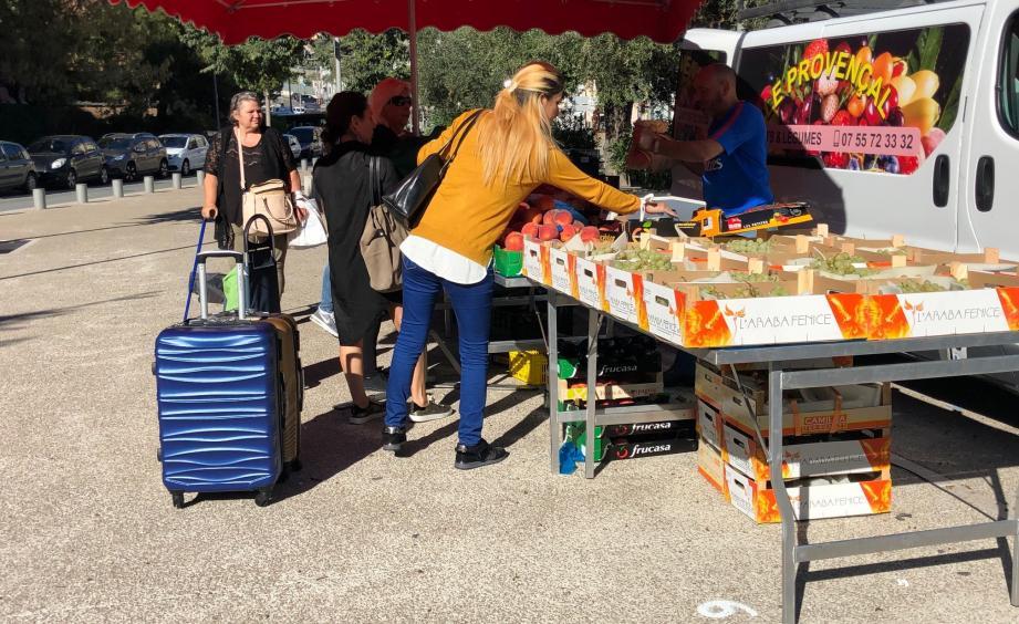 Le petit marché du square Lentulo, lors de sa naissance en octobre dernier.