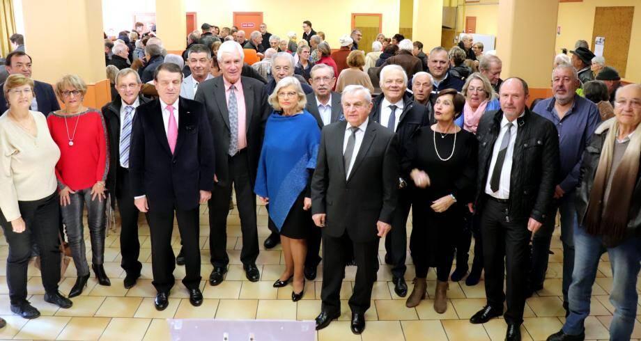 Les élus de la commune et du Pays-des-Paillons réunis pour les vœux autour du maire de Lucéram - Peïra-Cava, Michel Calmet.