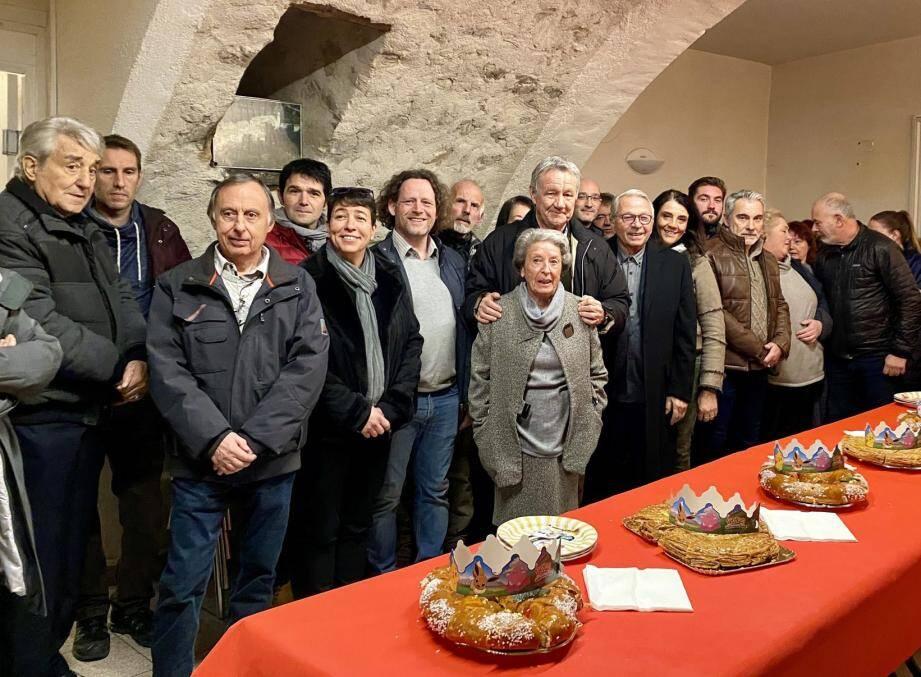 Au centre, le maire, Jean Fiol, son épouse Nicole, et Roger Ciais, vice-président de la communauté de communes Alpes d'Azur.