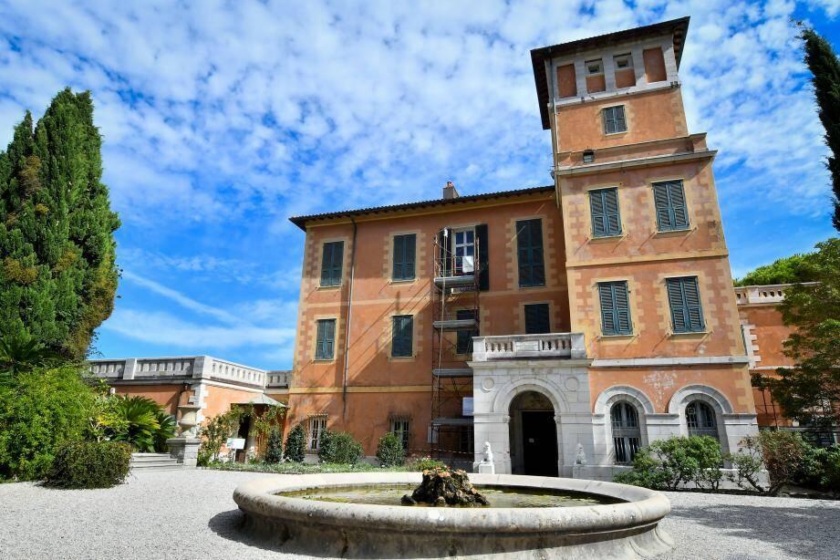 Au milieu du jardin, le Palazzo (Palais) offre une vue imprenable sur la mer Méditerranée.