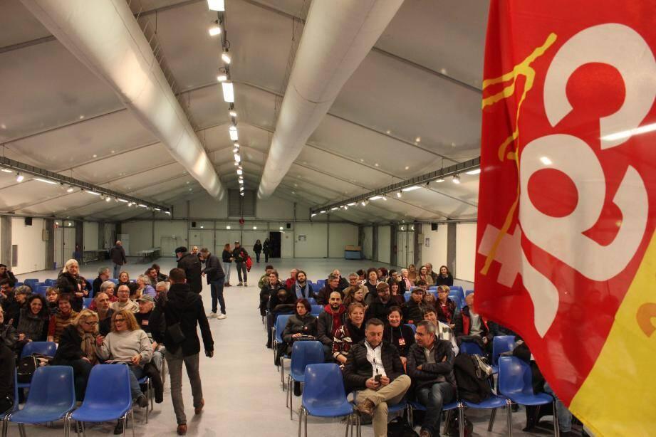 Deux cents personnes ont participé à la réunion au Fort Carré.