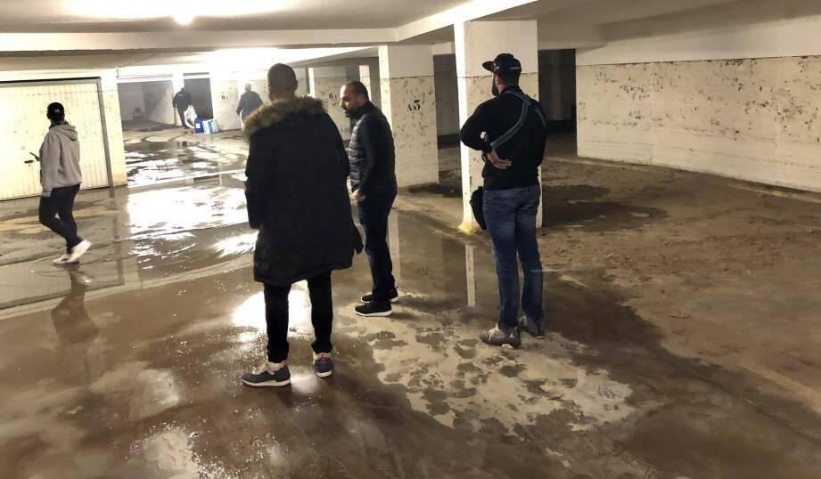 Les résidents ont attendu près de deux mois pour réintégrer leurs garages… En attendant le nettoyage de parties communes, ils ont dû continuer à payer la location de leurs boxes… de 85 à 88 euros/mois! De quoi enrager.