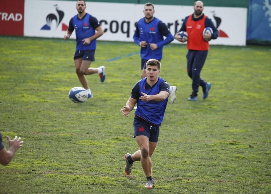 Carbonel, en concurrence avec Ntamack et Jalibert au poste d'ouvreur, a été laissé à la disposition de Toulon pour le match à Lyon en Top 14.