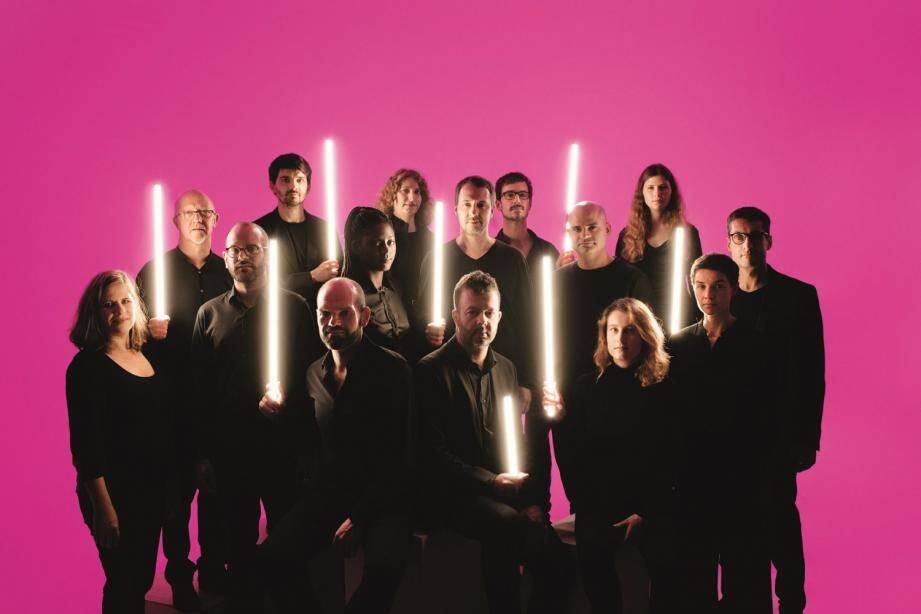 L'orchestre national de jazz est dirigé par Frédéric Maurin.