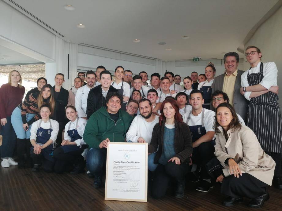Mauro Colagreco, Luca Mattioli et Laura Lo Presti avec la certification «Plastic Free».