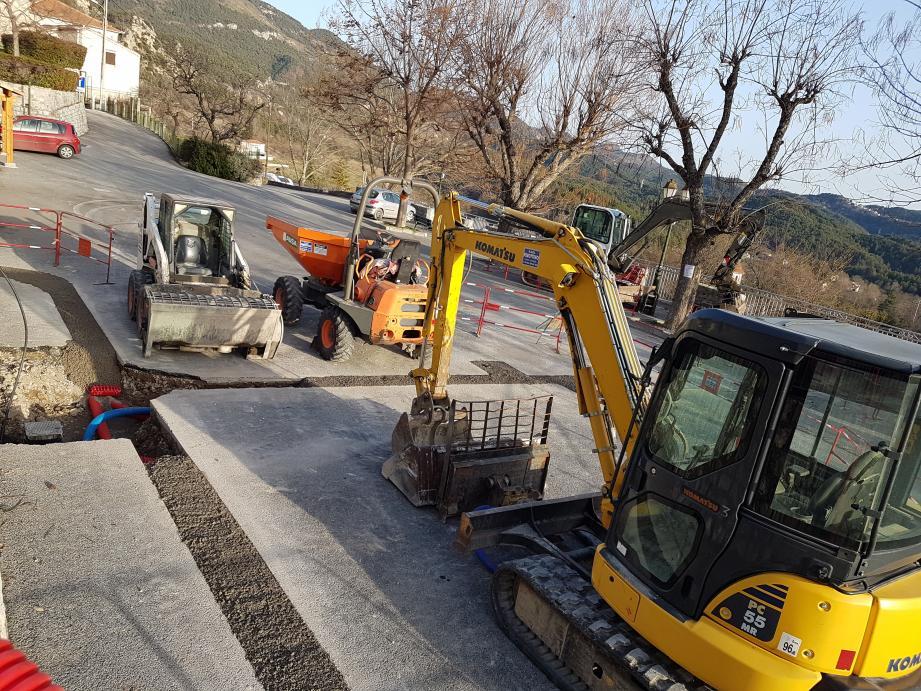 Les travaux ont commencé sur la place Luigi-Durand-de-La-Penne.