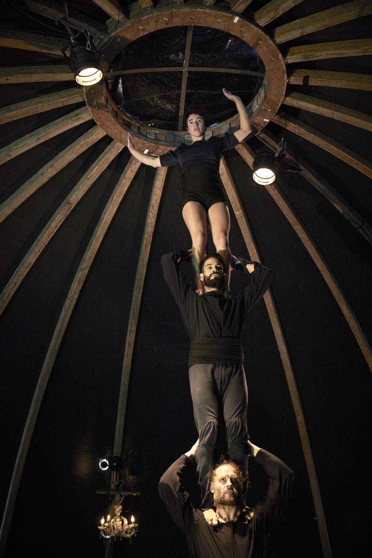 La compagnie belge Théâtre d'un jour se donne en spectacle au chapiteau de la mer des Sablettes.