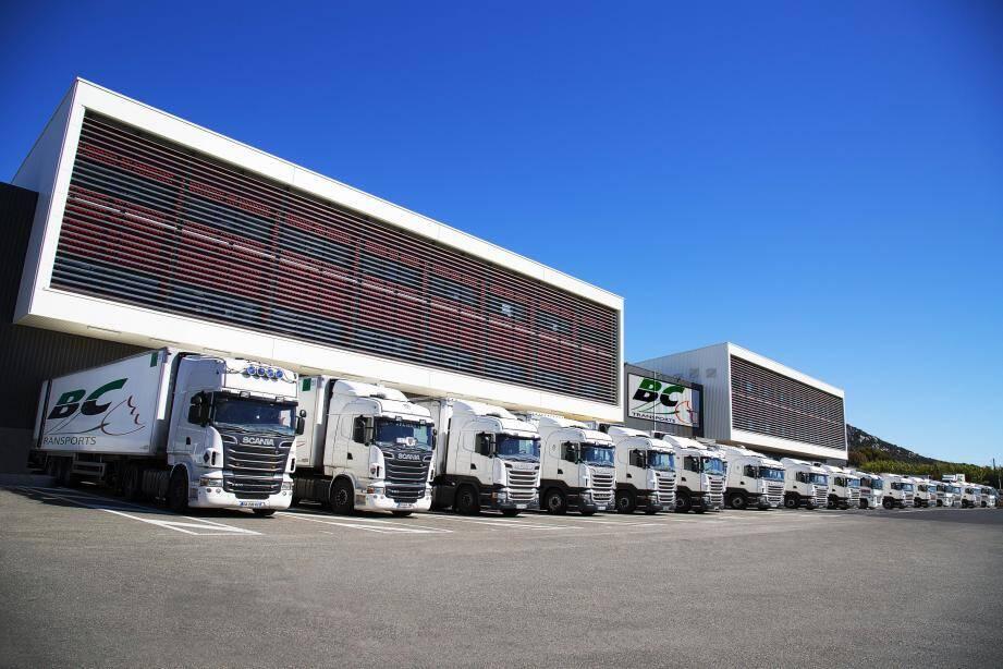 Le groupe installé à La Crau, Hyères et La Londe-les-Maures possède près de 350 véhicules de toutes tailles et de tous types et emploie 350 salariés. Dans ses 50 000 m2 d'entrepôts au total, 15 000 articles sont préparés et expédiés chaque jour à destination de plus de 1 500 clients.(D.R.)
