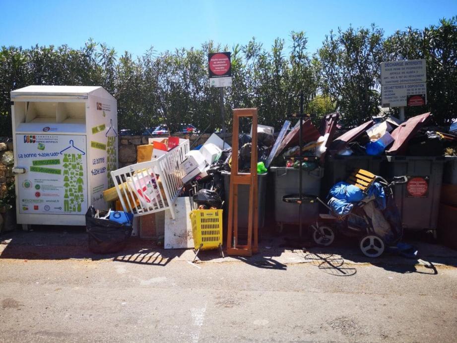 Le dépôt d'encombrants sur la voie publique: une incivilité qui peut coûter cher. À Tourrettes-sur-Loup, un particulier vient de se voir infliger une amende de 1500 euros.