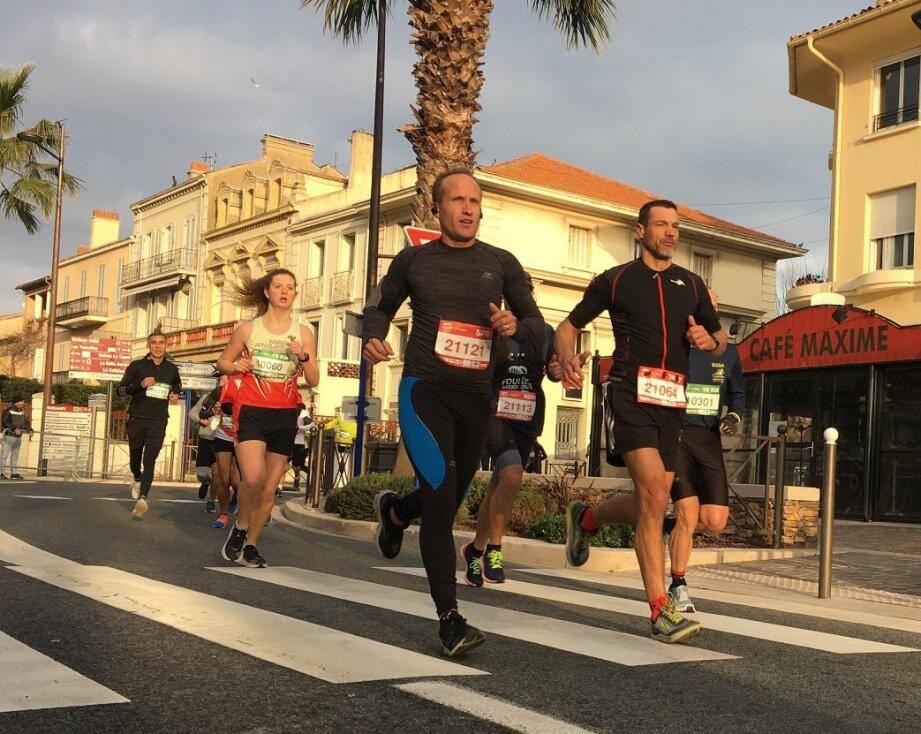 Plus de 500 coureurs ont pris le départ du 10 et du 21 km hier à Sainte-Maxime.