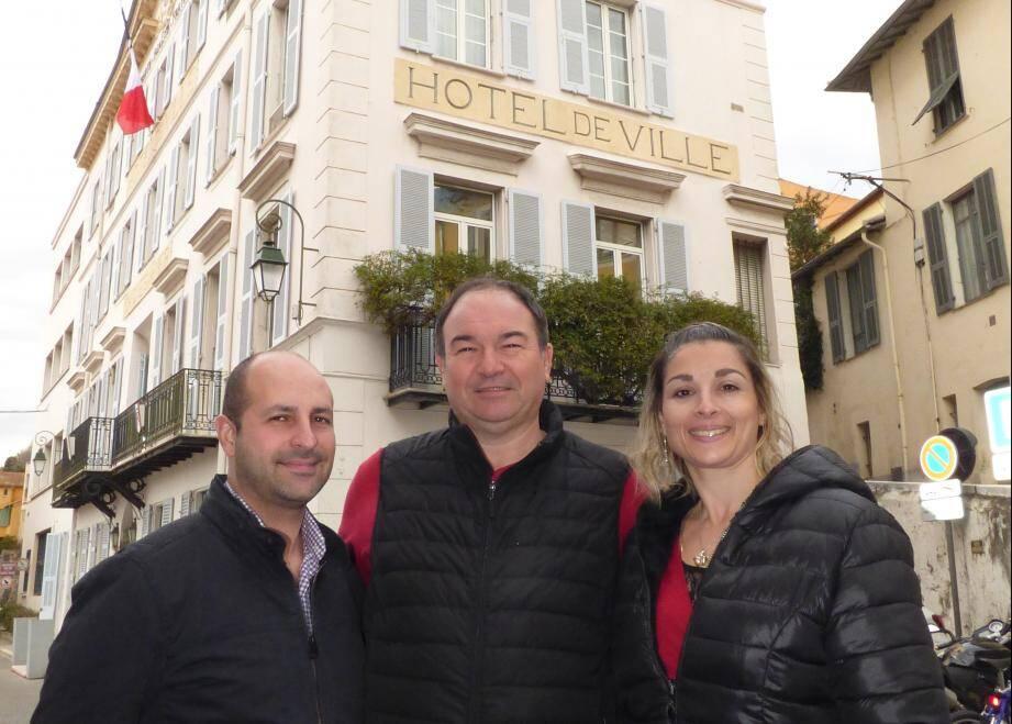 Philippe Touzeau-Ménoni avec deux de ses colistiers, Fabrice Fernandez et Audrey Barlian.