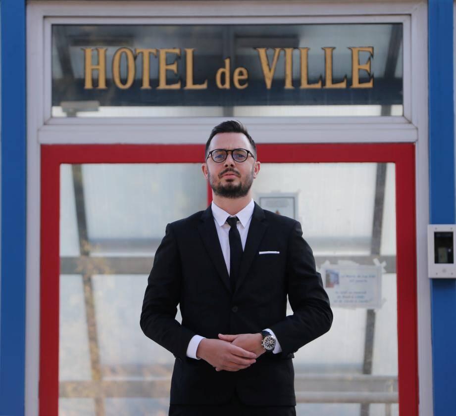 Avec cette campagne des municipales, Romain Pommeret, 33 ans et gérant d'un salon de coiffure, amorce sa première expérience politique.
