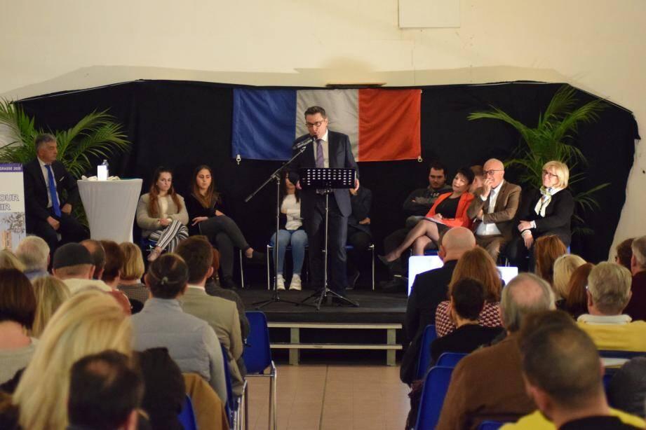 Jean-Paul Camerano a réalisé sa première réunion publique, hier, dans la salle sous le cours Honoré-Cresp, au centre-ville.