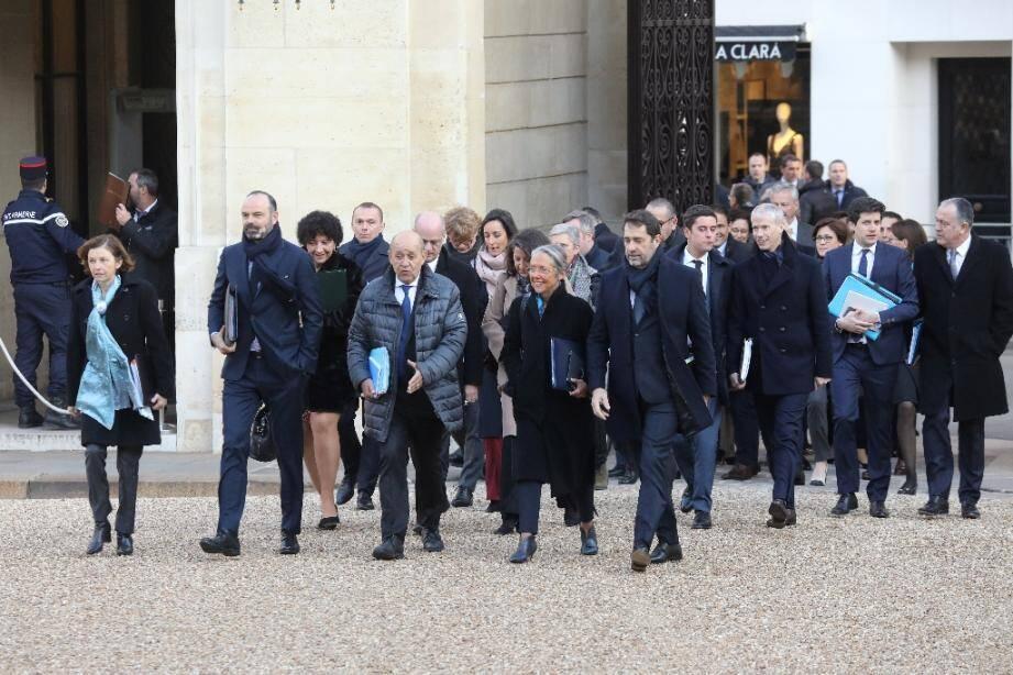 Arrivée du gouvernement au premier conseil des ministres à Paris le 6 janvier 2020