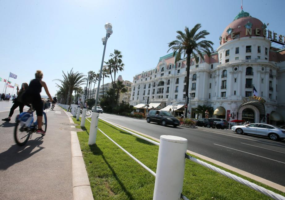 La piste cyclable de la Prom' sera bientôt reliée au reste du réseau de Nice, promet Christian Estrosi.