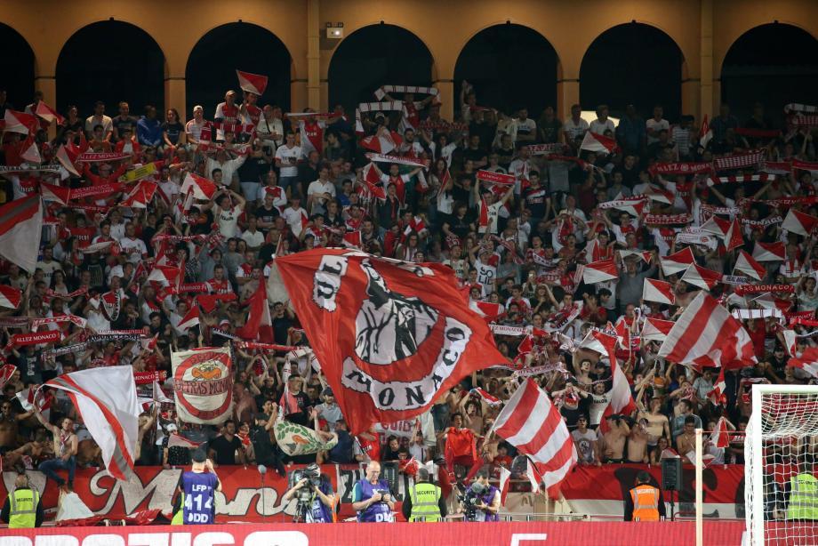 Une tribune du stade Louis II à Monaco.