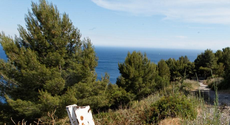 Une partie du sentier du littoral, qui surplombe la plage du Jonquet à La Seyne-sur-Mer.