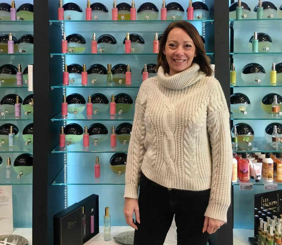 Il y a trois ans, Lara Furcy a quitté son métier de courtier en assurance pour se lancer dans cette aventure parfumée, à Antibes.