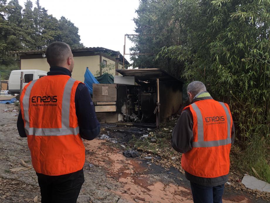Les équipes d'Enedis étaient en train de travailler sur les réseaux. Lorsque la remise sous tension du transformateur a été faite, le feu s'est déclenché.