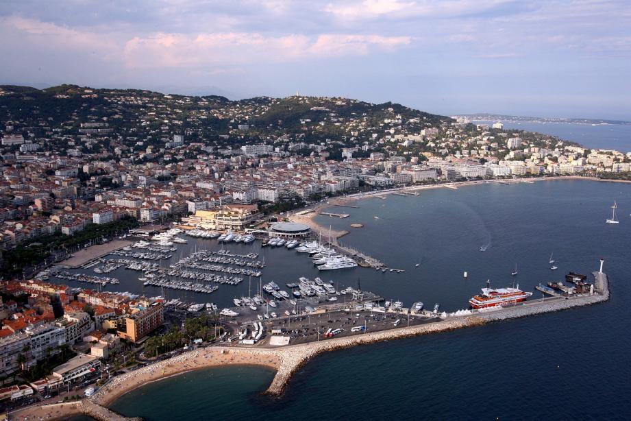 Une vue aérienne de Cannes.