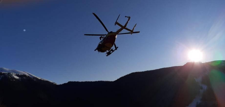 L'hélicoptère de la Sécurité civile, ce mercredi, dans le ciel azuréen.