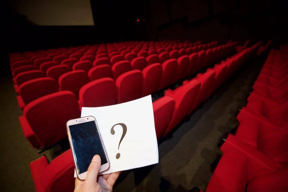 À qui appartenait ce téléphone retrouvé dans une salle de cinéma azuréenne  ? Hajar a trouvé la réponse grâce à Facebook.
