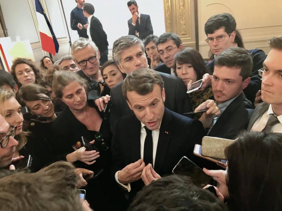 Plusieurs centaines de journalistes ont assisté aux voeux du président de la République, mercredi après-midi, dans la salle des fêtes de l'Elysée.