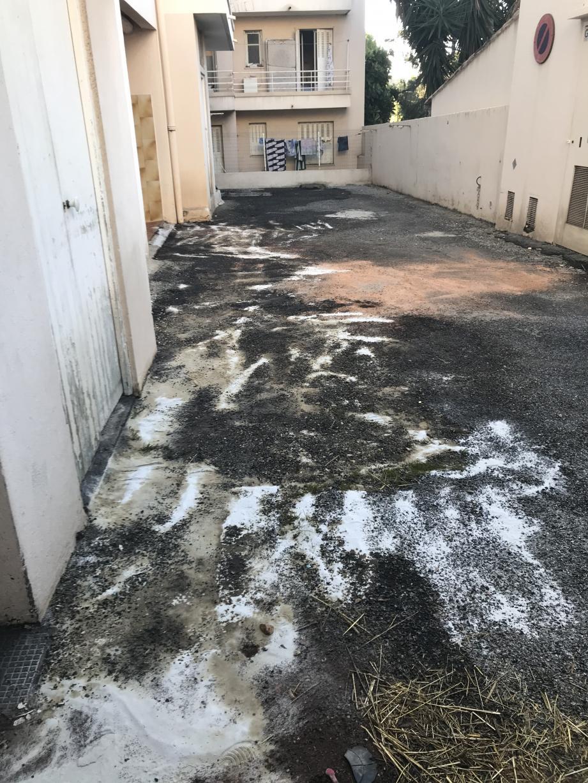 Une fuite de fioul a eu lieu vendredi matin dans la cour intérieur de la résidence Les Marguerites à Antibes.