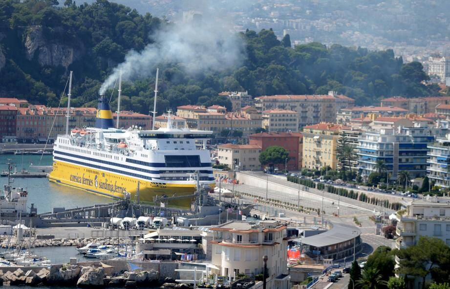 L'Etat français envisage de créer une zone de contrôle des émissions de soufre et de dioxydes d'azote en 2022 en Méditerranée. Une échéance que les villes de Nice et Cannes ont voulu devancer.