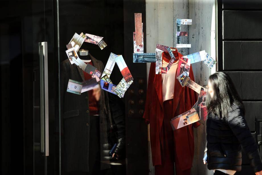 Dès mercredi, les vitrines affichaient l'actualité des commerces. Il ne manquait que le lever de rideau… dès ce jeudi matin!