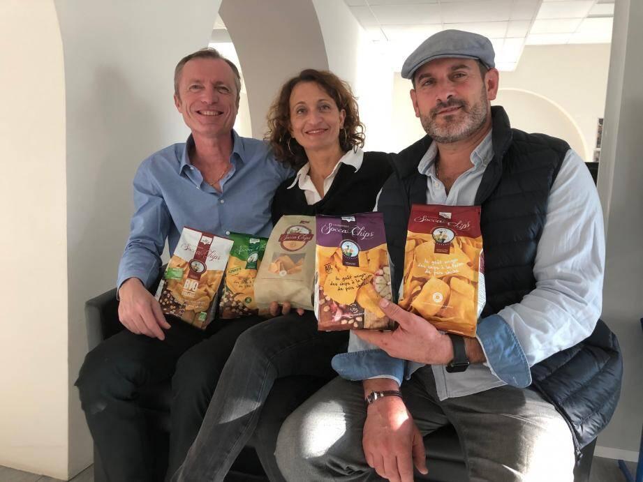 """Luc Salsedo et Fabienne Rigourd (à droite) ont tout investi pour développer leurs chips aux pois chiches. Avec l'aide de Me Zuccarelli (à gauche), ils entendent protéger leur création d'une concurrence qu'ils qualifient de """"déloyale""""."""