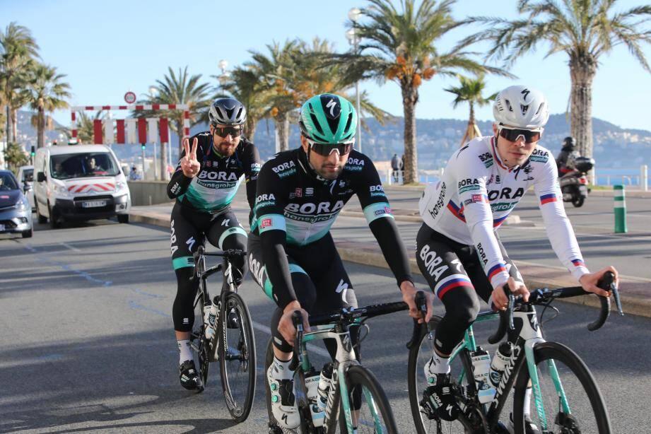Peter et Juraj Sagan, accompagnés de Oscar Gatto (en 1er plan) à l'entrainement sur la Promenade des Anglais à Nice.