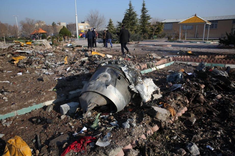 Des débris du Boeing ukrainien qui s'est écrasé après son décollage de l'aéroport de Téhéran en Iran.