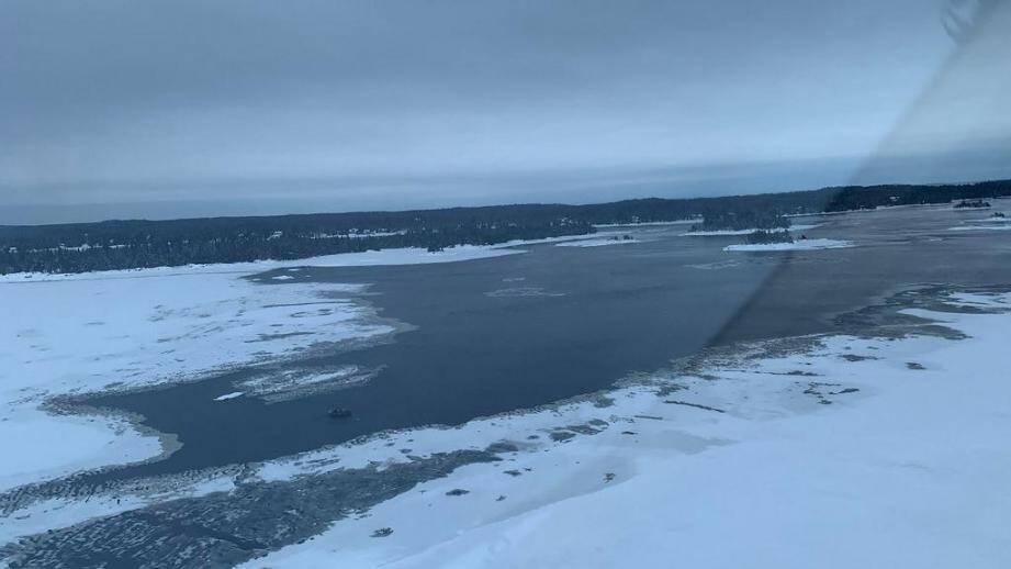 La glace est trop fine sur le lac Saint-Jean.