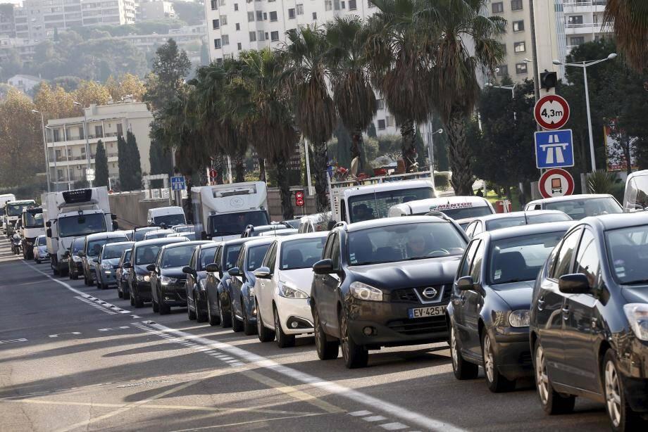 Embouteillage à l'entrée de Toulon. Illustration.
