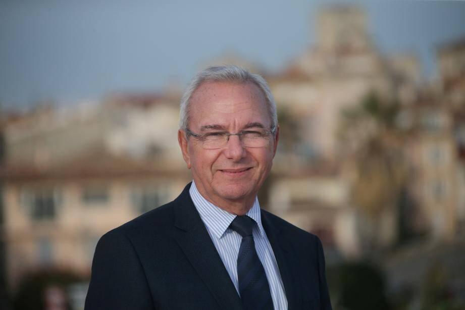 Jean Leonetti se présente à sa propre succession à la mairie d'Antibes.