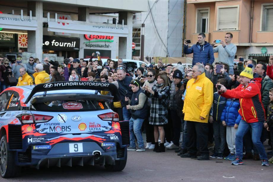 Vue du public (ici sur le port Hercule de Monaco) lors du Rallye Monte Carlo, ce dimanche.