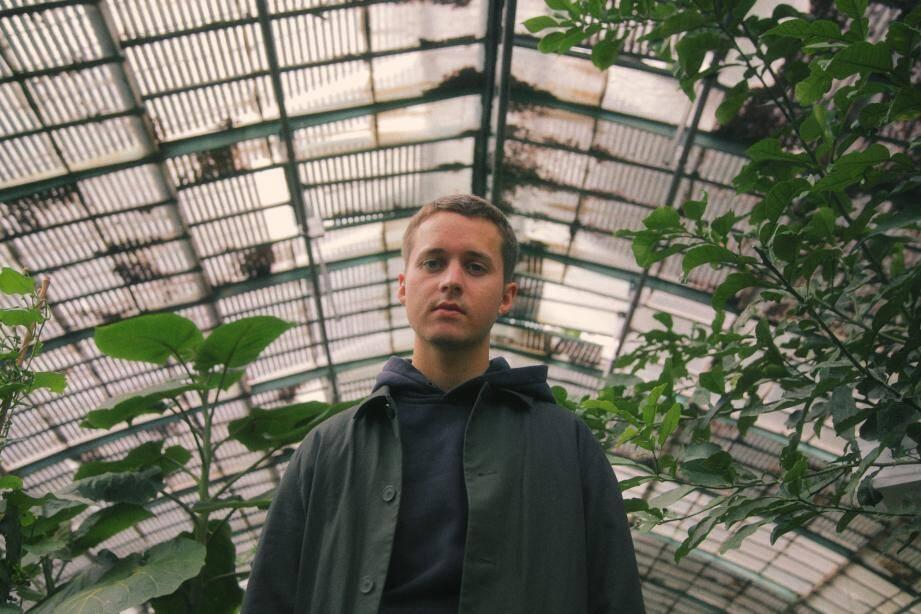 Repéré par Patrick Bruel, Louane ou Raphaël, avec lesquels il a collaboré,Tim Dup possède une plume et une capacité d'interprétation hors du commun.
