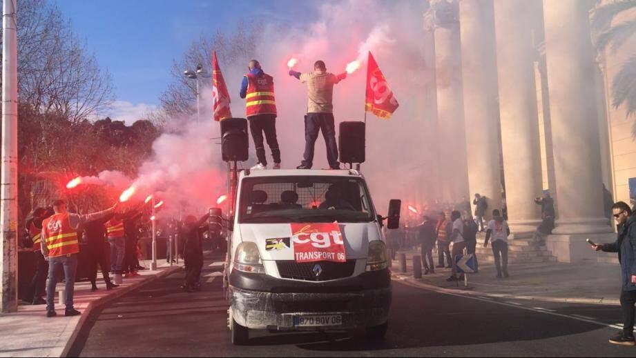 L'arrivée de la manifestation au port de Nice ce mardi matin.