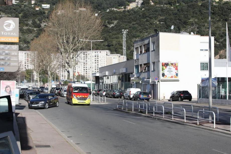C'est sur cette double-voies étroite que la collision s'est produite le 19 décembre.