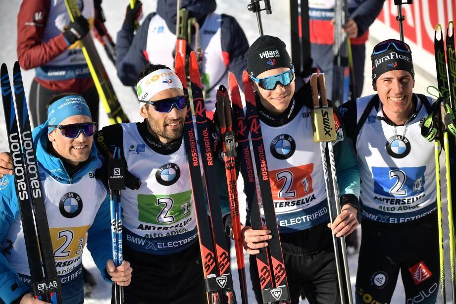 Simon Desthieux, Martin Fourcade, Emilien Jacquelin et Quentin Fillon Maillet posent après leur titre de champion du monde.