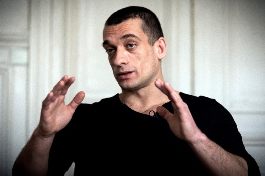 Piotr Pavlenski lors d'une interview à l'AFP le 14 février 2020, dans le cabinet parisien de son avocat