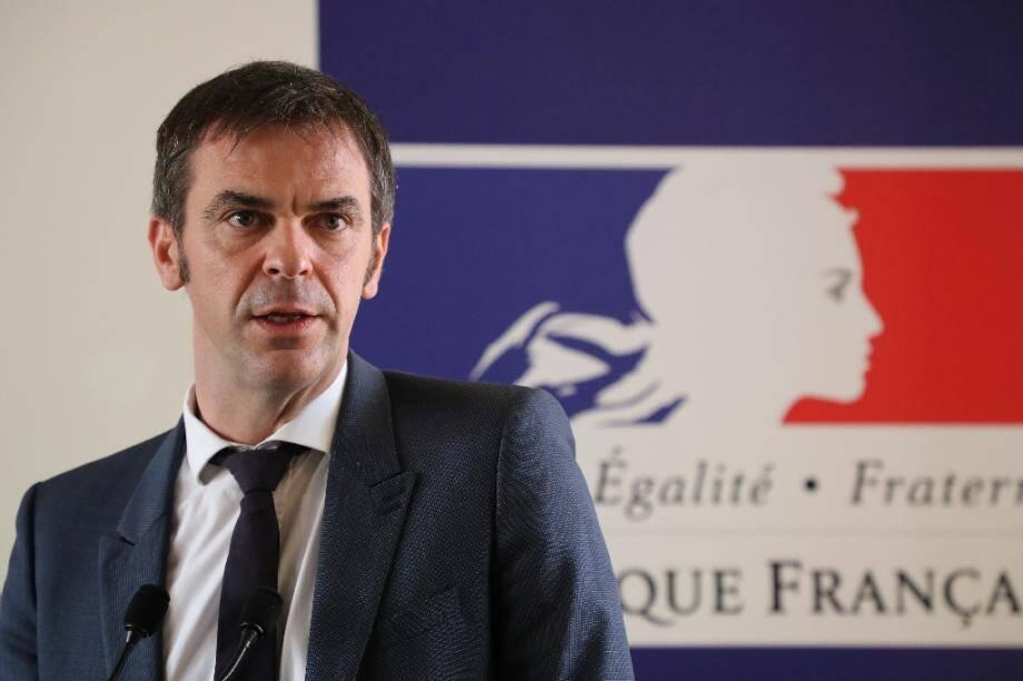 Le ministre de la Santé Olivier Véran tient une conférence de presse le 18 février 2020 à Paris