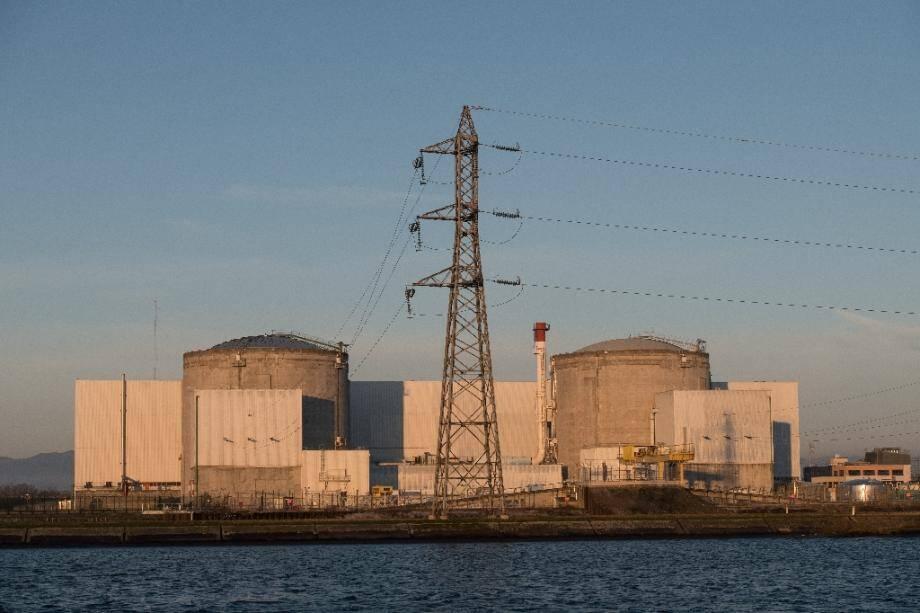 La centrale nucléaire de Fessenheim (Haut-Rhin), sur les bords du Grand canal d'Alsace, le 6 décembre 2019