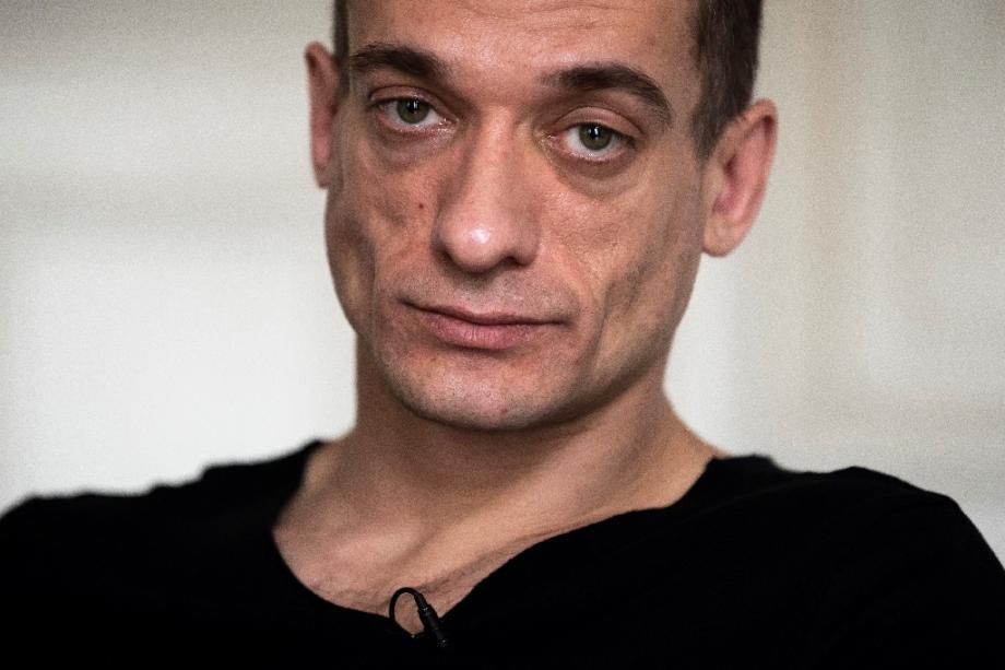 Le Russe Piotr Pavlenski, à l'origine de la diffusion de la vidéo qui a fait chuter Benjamin Griveaux, pose lors d'une interview avec l'AFP le 14 février 2020