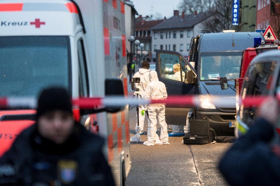 Des policiers asur les lieux d'une fusillade à Hanau, près de Francfort, le 20 février 2020 en Allemagne