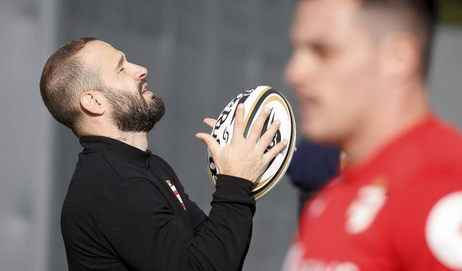 Douze joueurs sud-africains, deux brésiliens et un français composent la toute jeune équipe  du Monaco Rugby Sevens, coachée par Paul Albaladejo.