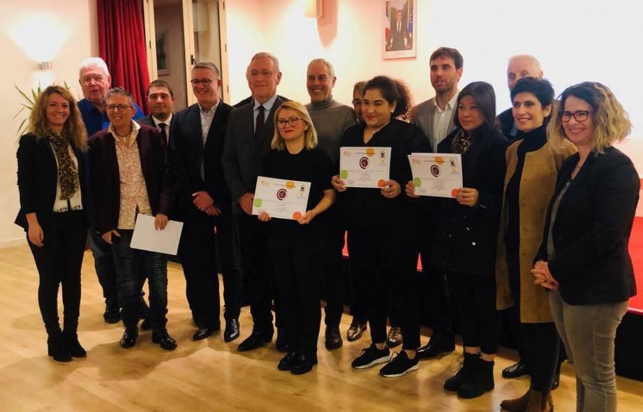 Huit lauréats ont reçu leur certificat la semaine dernière.(DR)