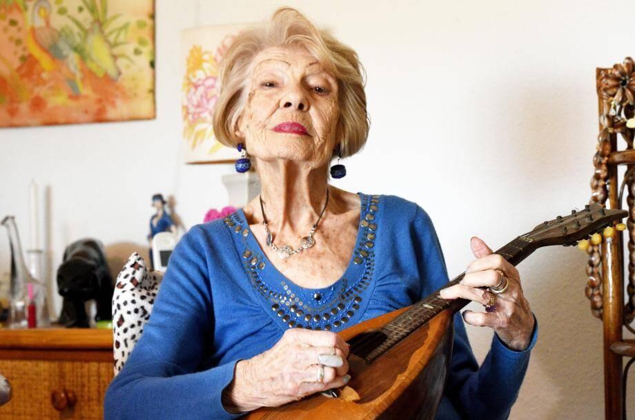 Suzanne Félix a joué longtemps de la mandoline.