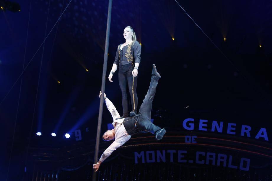 Représentantes de l'école du cirque d'Éthiopie, les acrobates Black Diamonds rivalisent de souplesse.